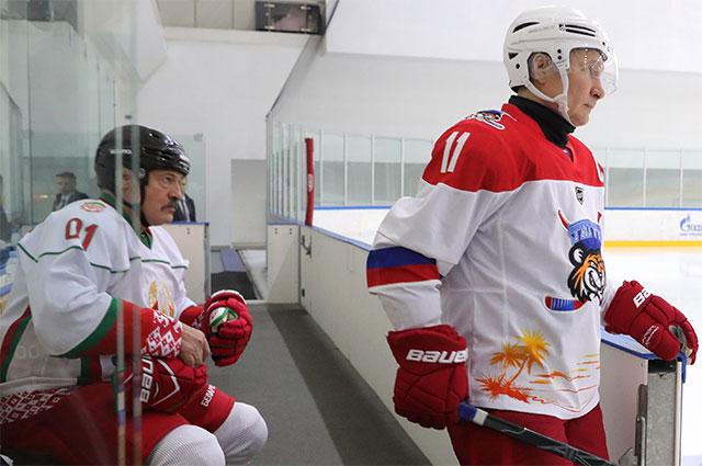 7 февраля 2020. Президент РФ Владимир Путин и президент Белоруссии Александр Лукашенко во время хоккейного матча в спорткомплексе «Галактика» в Сочи.