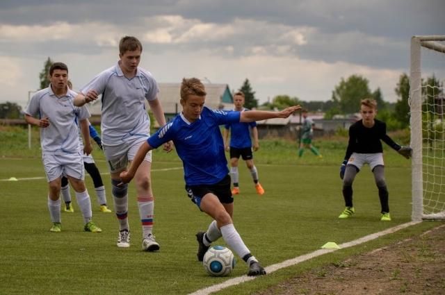Сейчас в Свирске действует 26 спортивных объектов: спортивные залы, стадионы, спортивные площадки открытого типа во дворах и при образовательных организациях, бассейн, роллеродром.