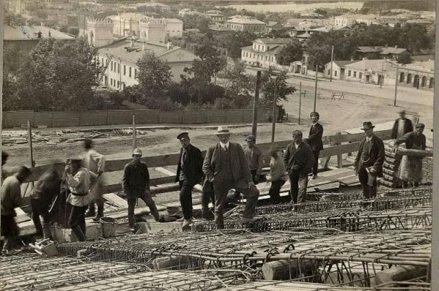 Вид на лютеранскую церковь с крыши Оперного театра, 1910-1911 гг.