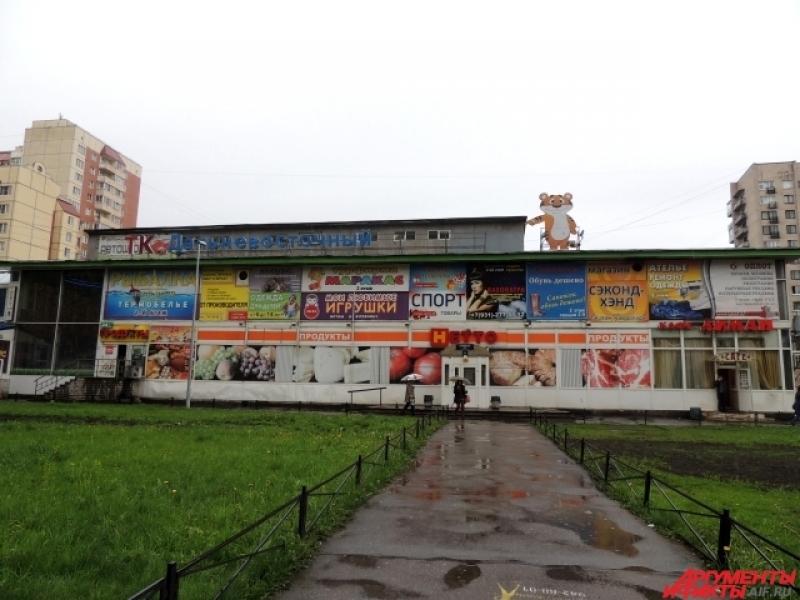 Школа находится прямо в торговом комплексе