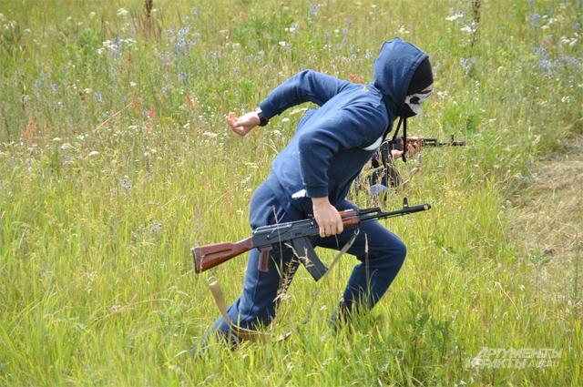 Террористы (переодетые курсанты) атакуют Тополь