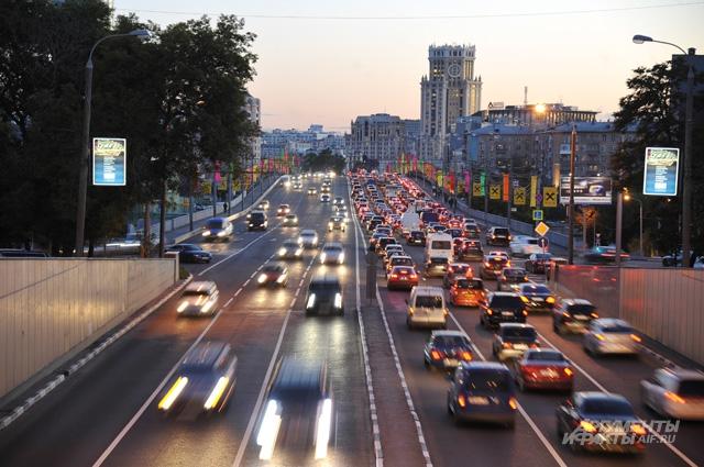В среднем владельцы машин ежегодно платят транспортный налог в размере от 2,5 тыс. рублей до 5 тыс. и выше.