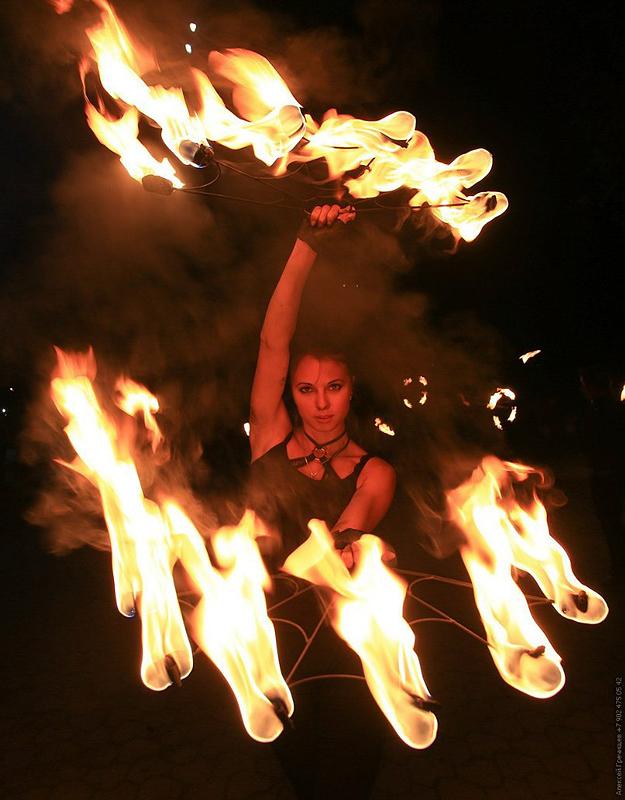 Девушка признаётся, что никогда не знаешь, как себя поведёт пламя.