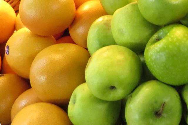Добавляйте в воду фрукты.