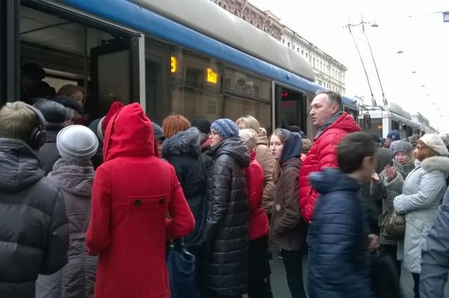 В день теракта в Петербурге наступил транспортный коллапс.