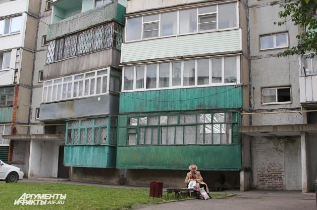 Многоэтажку капитально отремонтируют через десяток лет - увидит ли это 78-летний человек?