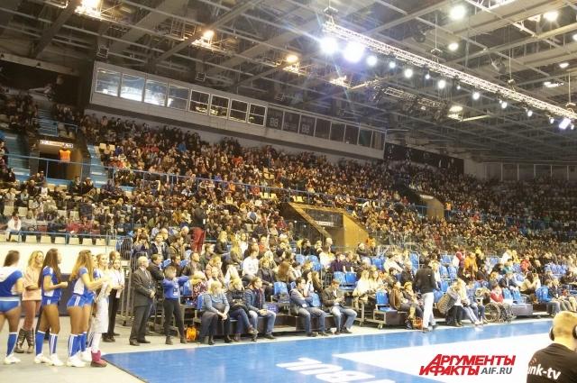 Болельщики поддерживали пермских баскетболистов.