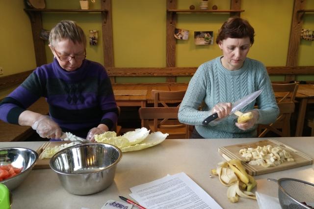 Семинар начался  консультацией специалиста, а продолжился совместным приготовлением блюд.