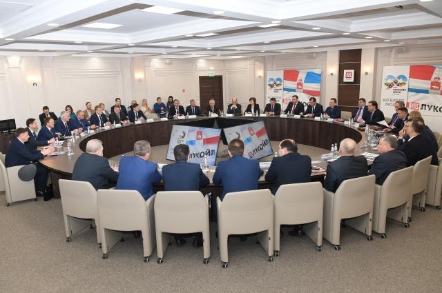 1 февраля прошла церемония подписания соглашений о сотрудничестве на 2019 год между пермскими нефтяниками и главами 25 территорий Прикамья.