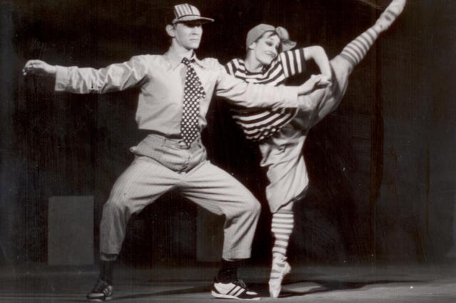 Сцена  из спектакля «Владимир Высоцкий». 1989 г., с Валерием Рассказовым.