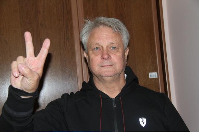Евгений Ерёменко помогает тренировать команду.