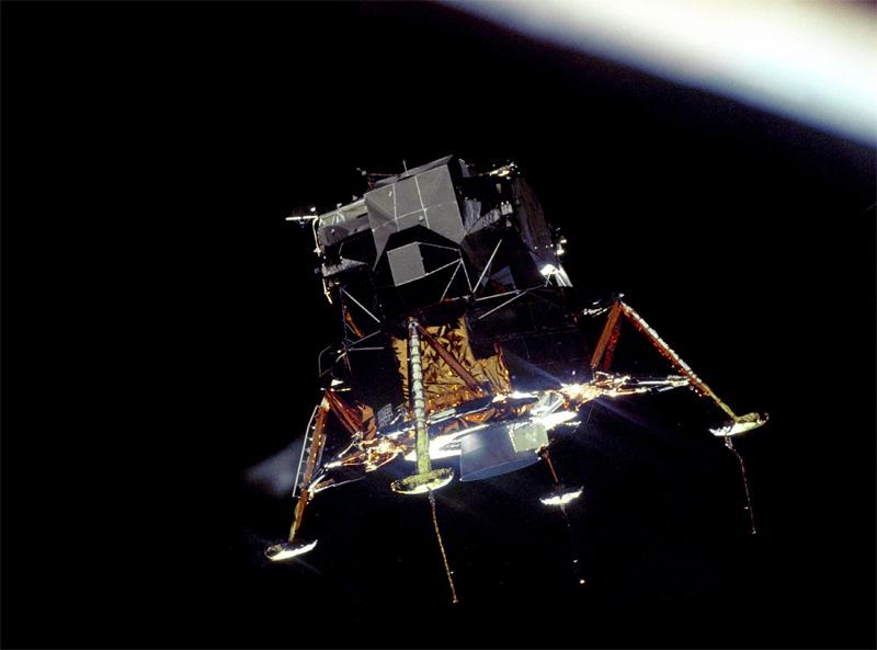 Аполлон-11 вышел на орбиту вокруг Луны