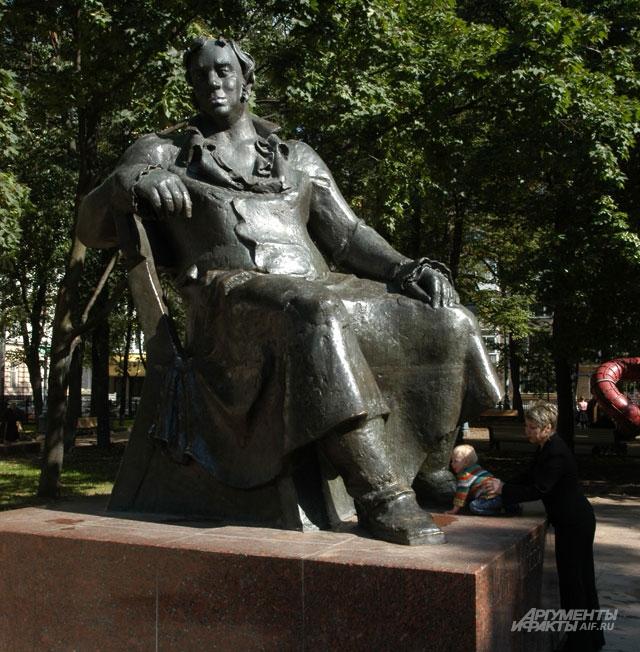 Баснописец Крылов ждёт мечтателей на Патриарших прудах.