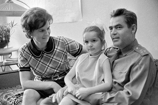 Валентина Терешкова, Андриян Николаев и их дочь Алена.
