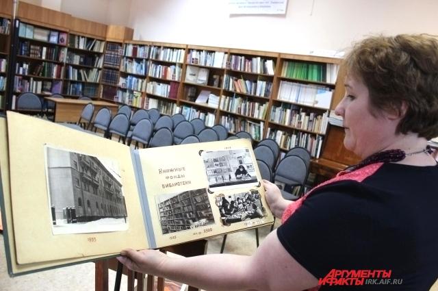 Такие альбомы сохраняют историю о библиотеках.
