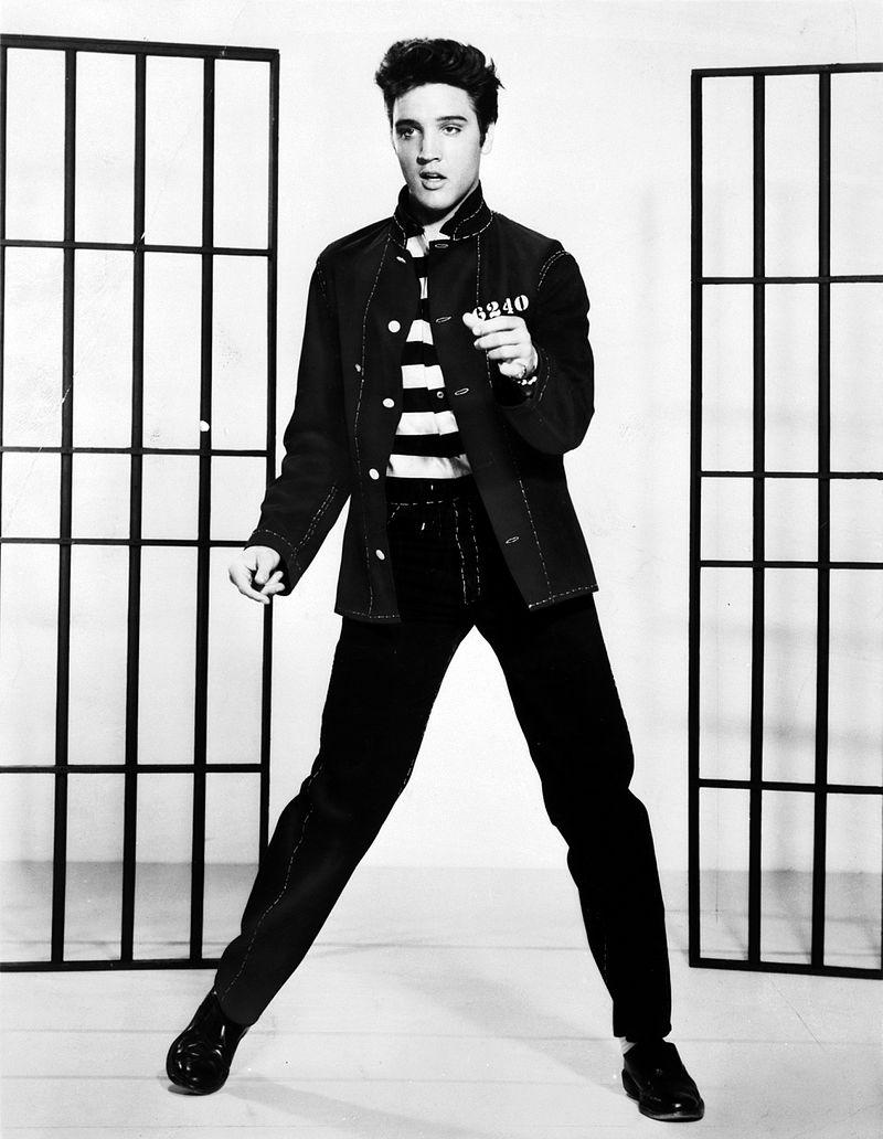 Элвис стал еще и законодателем моды того времени.