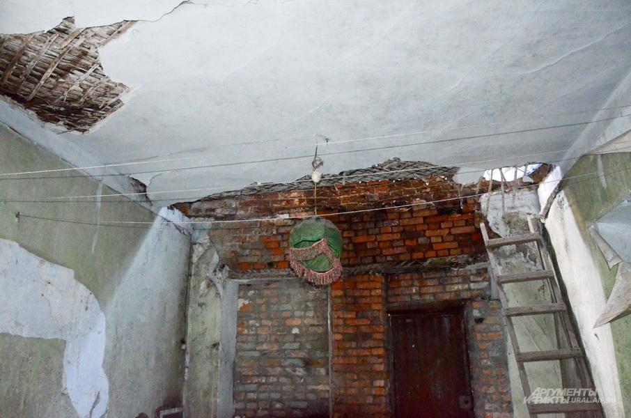 Обрушенный дом на Советской, 10, в Ирбите.