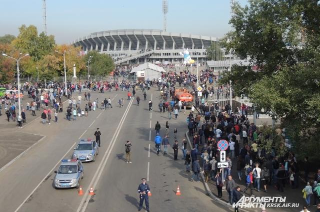 Игра все-таки состоялась на Центральном стадионе.