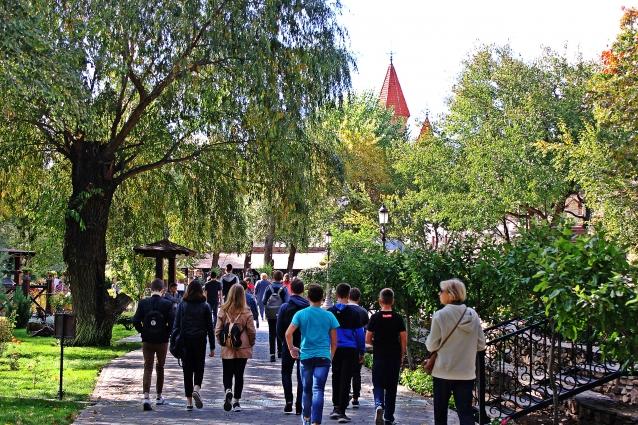 Сюда приезжают туристы из разных уголков России и мира