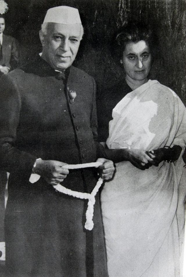 Индира Ганди с отцом Джавахарлалом Неру.