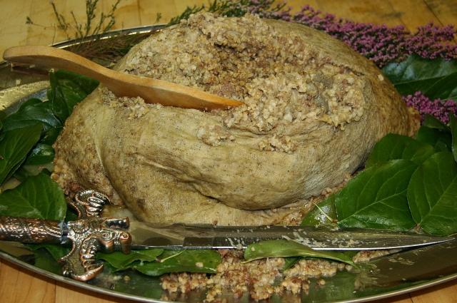 Хаггис - блюдо из бараньих потрохов.