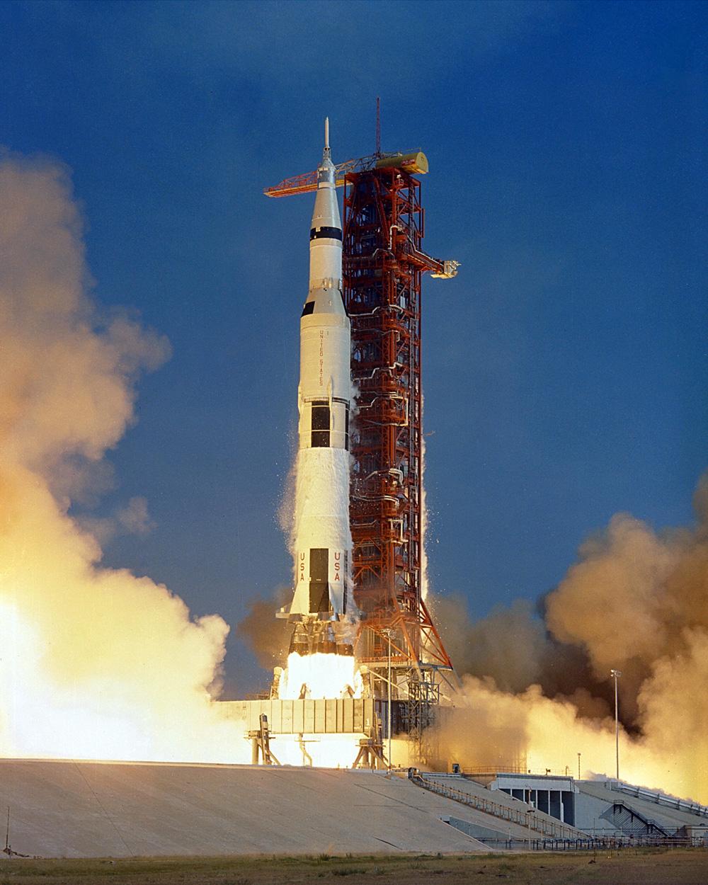 Старт РН Сатурн-5 с «Аполлоном-11».