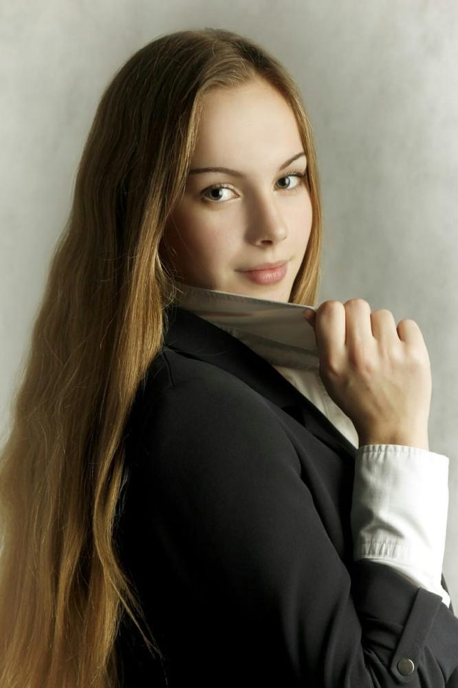 София (17 лет).
