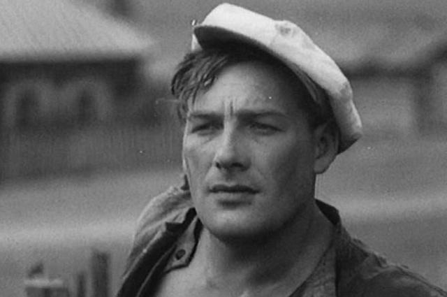 Борис Тенин в фильме «Вражьи тропы» (1935).