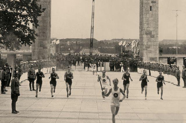 Эстафета олимпийского огня в Берлине, на летних Олимпийских играх 1936 года