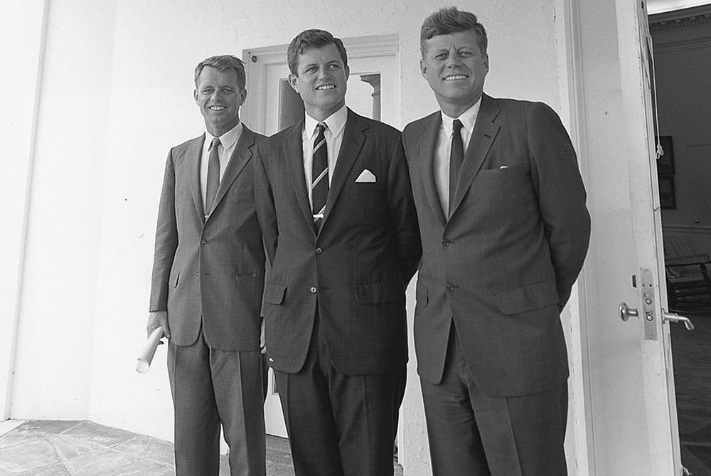 Братья Кеннеди: (слева направо) Роберт, Эдвард, Джон. 28 августа 1963 года.
