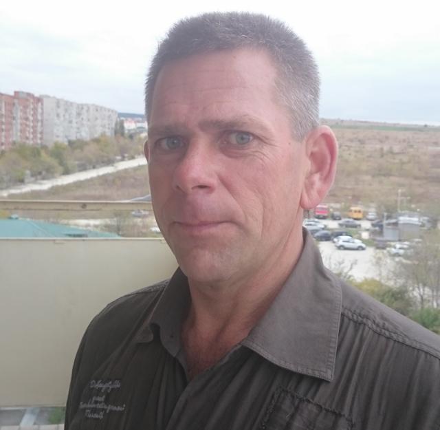Игорю Черкасову 43 года. Уже более трех лет он работает водителем скорой медицинской помощи Геленджика.