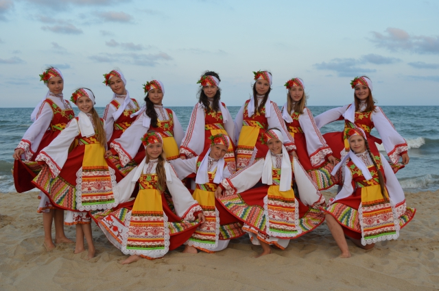 Творческие поездки - мощный стимул для детей. Ансамбль танца «Сюрприз» (руководитель Дмитрий Сошников) в Болгарии.