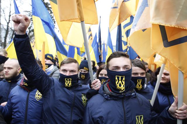 22 февраля, Киев. Националисты готовы свергнуть и нынешнюю власть. Только пока нет желающих привозить на майдан «печеньки».
