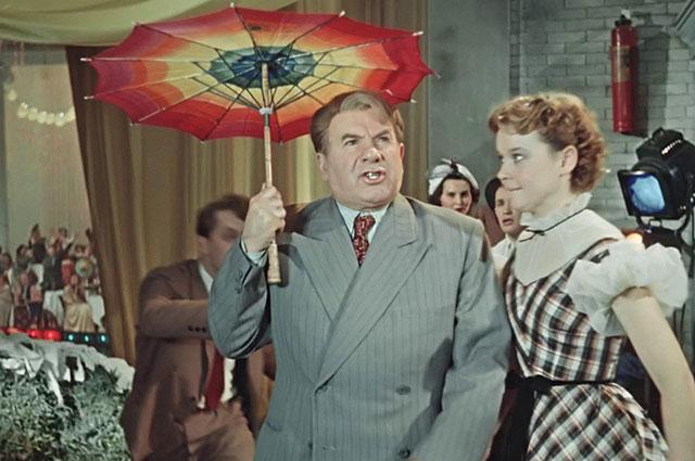 Кадр из фильма «Карнавальная ночь» (1956).