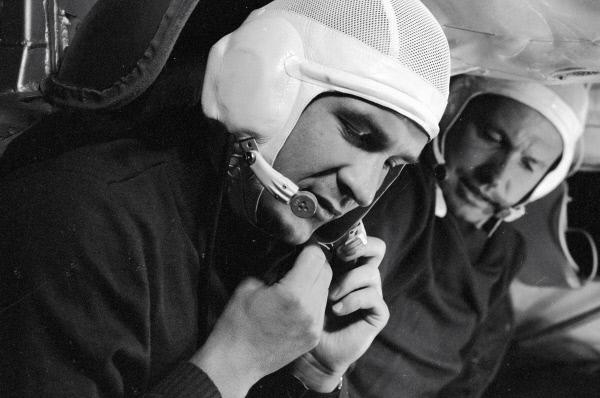 Валерий Кубасов и Георгий Шонин в корабле-тренажере, 1969 год