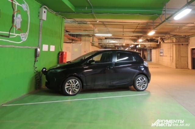 Электромобиль удобен и экологичен.