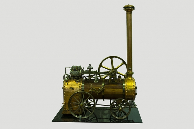 Первую паровую машину создал россиянин Иван Ползунов.