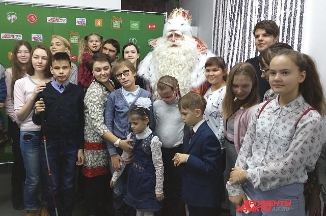 По словам самого Деда Мороза, основная цель его путешествия – помочь тем, кому особенно важна помощь: детям с особенностями развития, ребятам, оказавшимся в непростой жизненной ситуации.