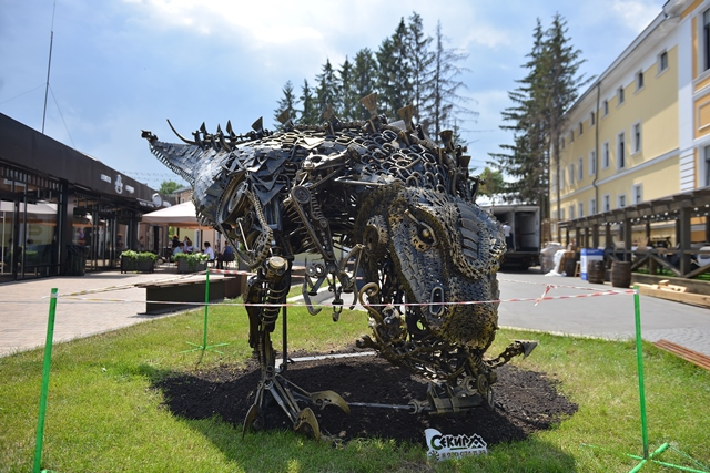Скульптура на Искре
