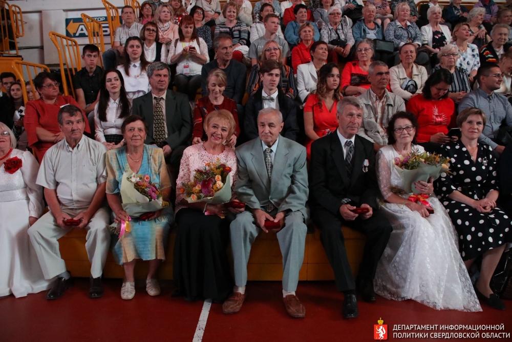 Награждали юбиляров в ДИВСе.