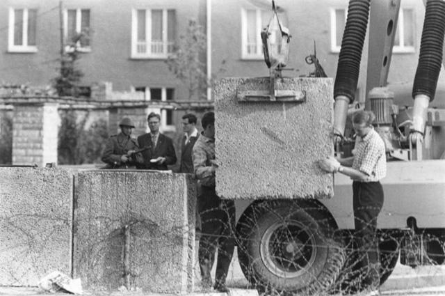 Возведение Берлинской стены, 1961 г.