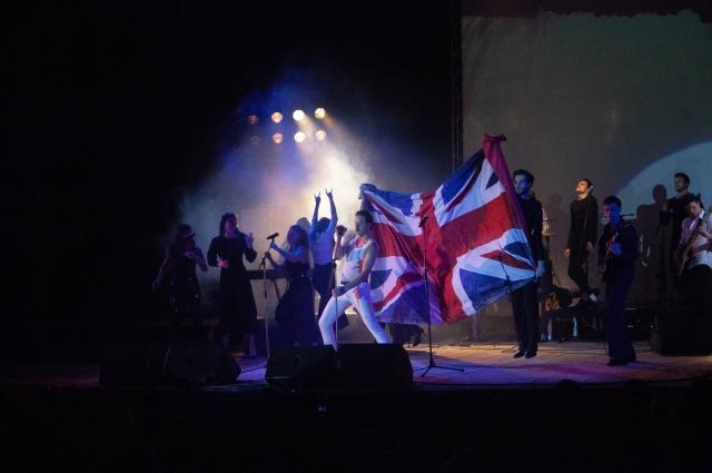 Под Queen поют во всех странах мир.