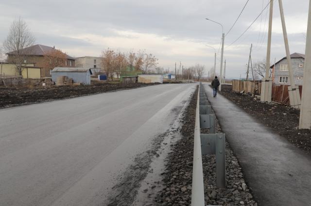 Делают не только дороги, но и тротуары