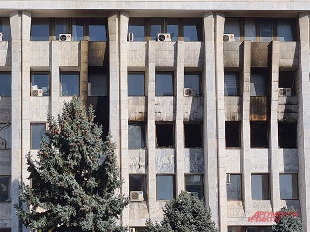 Сожжённый президентский дворец.