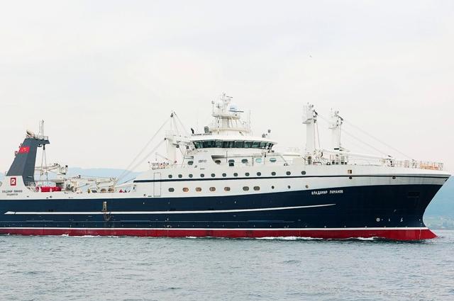 Первый новый большой российский траулер «Владимир Леманов» уже ловит рыбу тралами «Атлантика» от компании «Фишеринг Сервис».