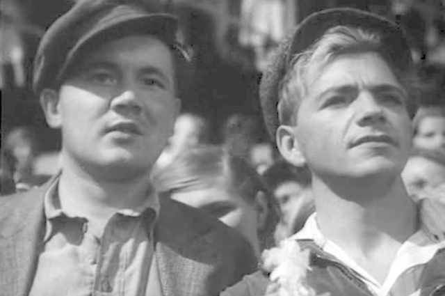 Петр Алейников и Борис Андреев в фильме «Большая жизнь» (1939)