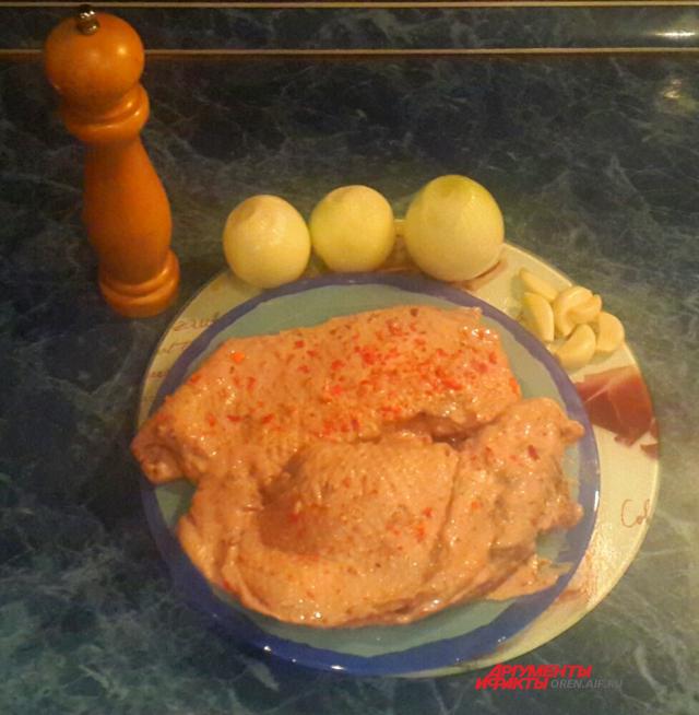 Продукты для блюда нужные самые простые, главное - гусиная грудка.
