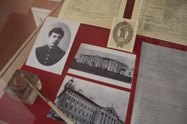 По убеждениям Константин Попов был меньшевиком - интернационалистом.