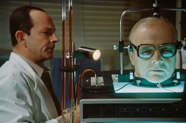 В фильме «Завещание профессора Доуэля» голова говорила и жила без тела.