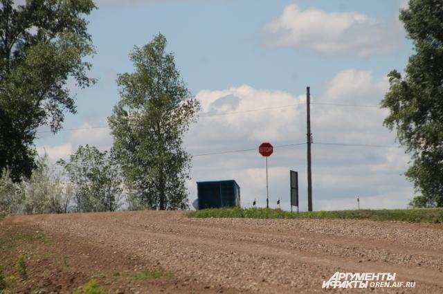Чаще всего остановки на сельских дорогах пустуют.